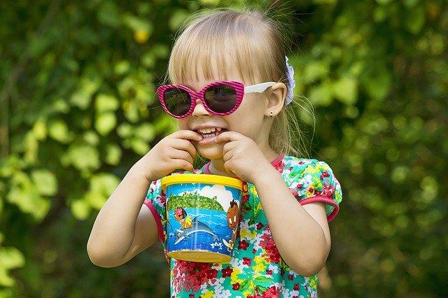 dívka v létě