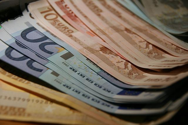 papírové eura