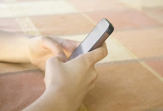 mobil v rukou