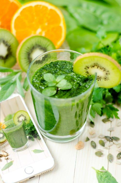 zelený koktejl, kiwi